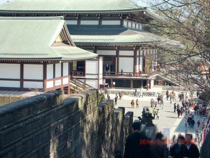 成田山新勝寺出世稲荷神社への上り階段